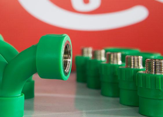 Como escolher tubos e conexões para água quente?